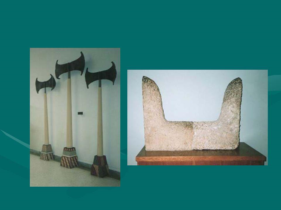 Τα ταυροκαθάψια ήταν άθλημα της μινωικής εποχής, στο οποίο ο αθλητής εκτελούσε άλματα πάνω από τον ταύρο.