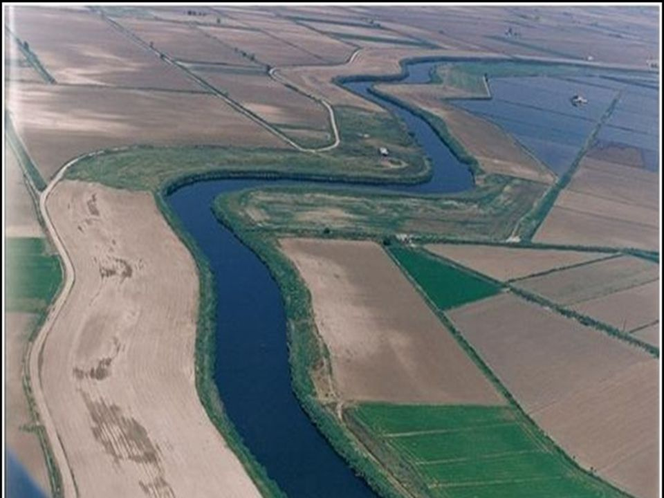 Το ελληνικό τμήμα του Αξιού έχει μήκος 76 χλμ.περίπου και λεκάνη απορροής 2.300 τ.χλμ.