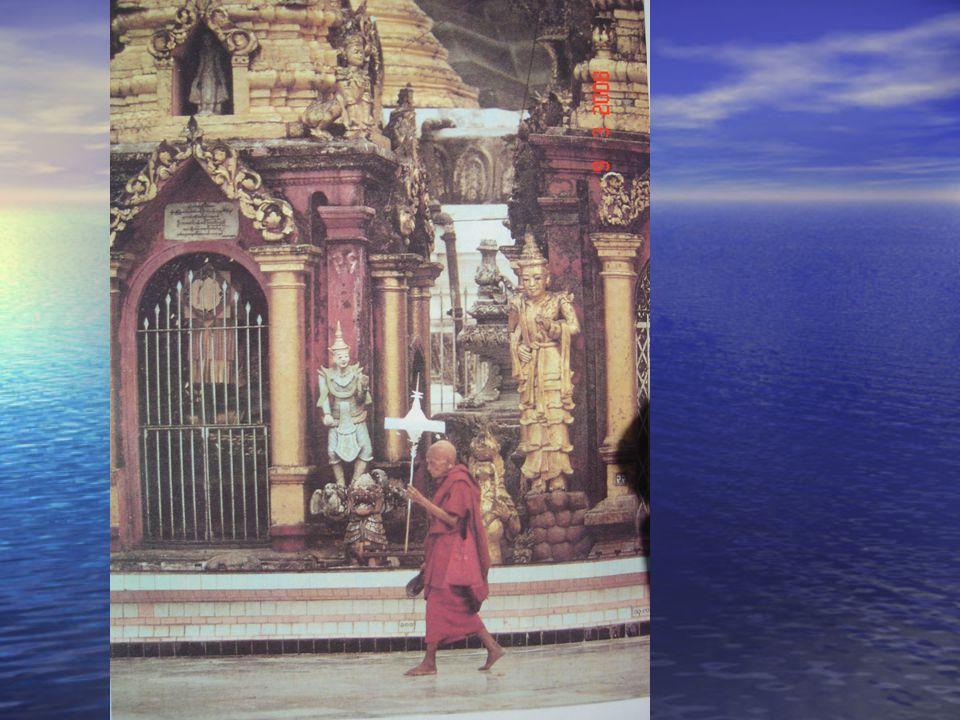 Τρόποι λατρείας 1) Δοξολογική αναφώνηση (ώουμ ώουμ) 2) Τριπλή καταφυγή στα τρία πολυτιμότερα για το Βουδιστή πράγματα:  Καταφεύγω στο Βούδα  Καταφεύγω στη διδασκαλία του Βούδα- ντάρμα  Καταφεύγω στη μοναχική αδελφότητα- Σάνγκα 3) Εξύμνηση των τριών πολύτιμων λίθων Βούδας- Ντάρμα- Σάνγκα