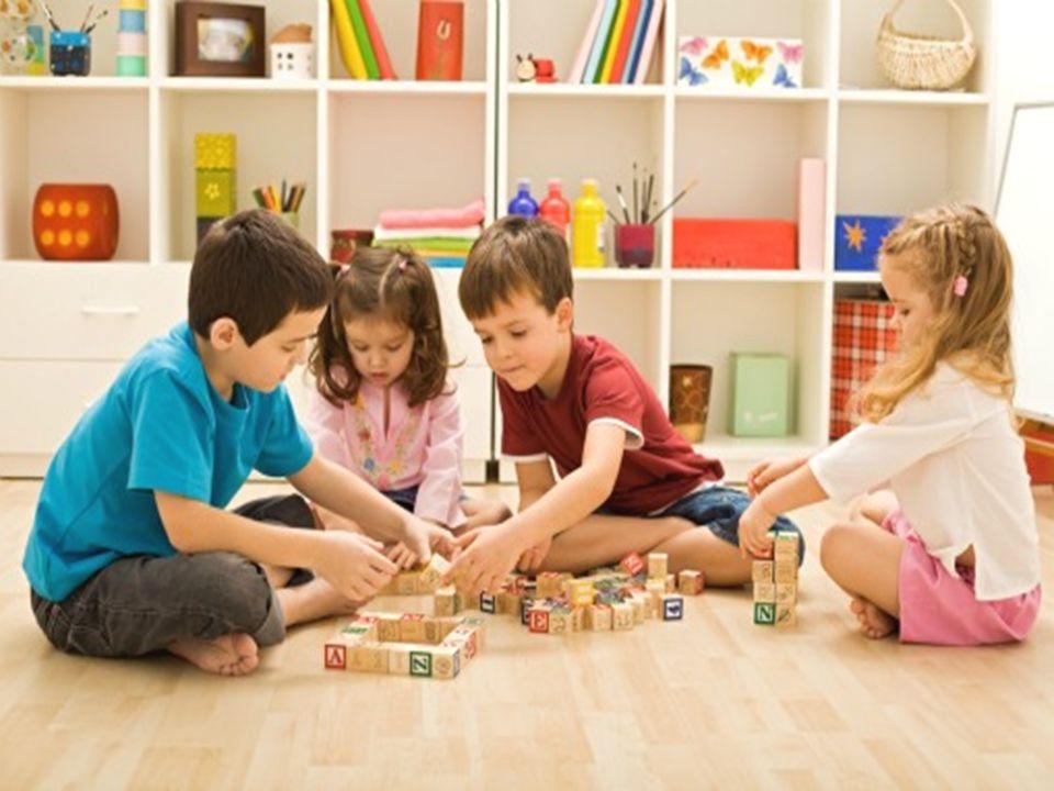 Σας αγόραζαν παιχνίδια οι γονείς σας ή φτιάχνατε και κάποια μόνοι σας; Τι είδους παιχνίδια ζητάτε από τους γονείς σας να σας αγοράσουν; Από άτομα της ηλικίας σας μαθαίνατε πιο συχνά καινούργια παιχνίδια; Παιχνίδια μαθαίνετε από συνομήλικους ή από μεγαλύτερους;