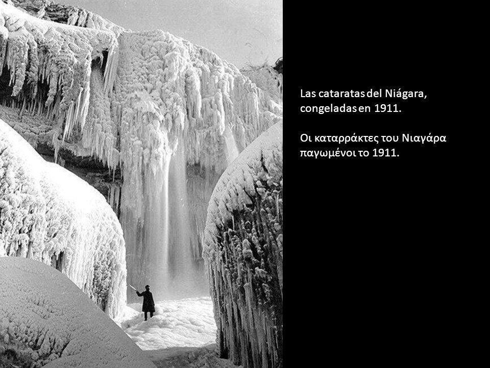 Las cataratas del Niágara, congeladas en 1911. Οι καταρράκτες του Νιαγάρα παγωμένοι το 1911.