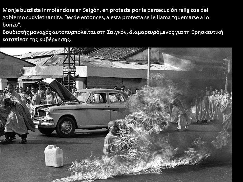 Monje busdista inmolándose en Saigón, en protesta por la persecución religiosa del gobierno sudvietnamita. Desde entonces, a esta protesta se le llama