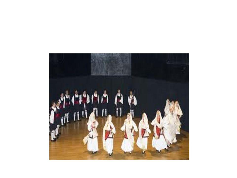 Οι περιπλανώμενοι μουσικοί, πολλοί από τους οποίους ήταν τσιγγάνοι και έπαιζαν στα καφέ-αμάν, διαδραμάτισαν καθοριστικό ρόλο στις αναμφισβήτητες μουσικοχορευτικές αλληλεπιδράσεις που ακολούθησαν.