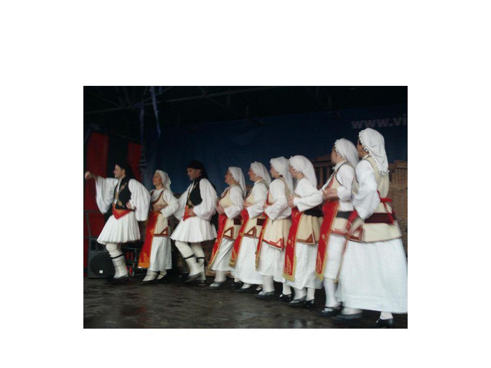 Η Ζάκυνθος νησί με πλούσια μουσική και χορευτική παράδοση, φέρνει έκδηλες συνάφειες με το δυτικό πολιτισμό εξαιτίας της γειτνίασης με την Ιταλία και των αντίστοιχων κατοχών από τους Βενετσιάνους, τους Γάλλους και τους Άγγλους.