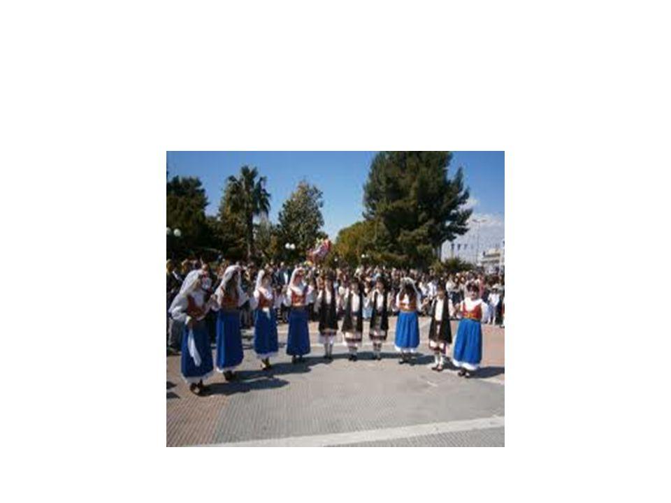 Γαϊτανάκι Ρόδου: χορός των Δωδεκανήσων που συναντάται και με το όνομα Ροδίτικος και χορεύεται κυρίως από γυναίκες.Η λαβή του χορού είναι σαν αυτή της Τράτας(σταυρωτά).Είναι διμερής χορός.Ικαριώτικος Ο Ικαριώτικος προέρχεται απ την Ικαρία και χορέυεται σε όλα τα νησιά του κεντρικού Αιγαίου.Είναι μεικτός κυκλικός χορός, δηλαδή χορεύονται από άντρες και γυναίκες σε όλες τις περιστάσεις.Άλλες ονομασίες του χορού είναι «Τσαμούρικος» ή «Περαμαρίτικος».Ο χορός αποτελείται από δύο διαφορετικά χορευτικά μοτίβο.Το πρώτο, το οποίο χαρακτηρίζεται από βήματα σιγανά, βασισμένα στο χορό στα τρία, και το δεύτερο,το οποιό αποτελεί την κύρια μορφή του Ικαριώτικου χορού και χαρακτηρίζεται από βήματα πιο ζωηρά.Η λαβή των χεριών παλαιότερα ήταν με τα χέρια χιαστή, αλλά σήμερα εχει επικρατήσει η λαβή από τους ώμους.Το πιο γνωστό τραγούδι που συνοδεύει τον Ικαριώτικο, λέγεται «Η αγάπη μου στην Ικαρία»,σε στίχους και μουσική του Γ.