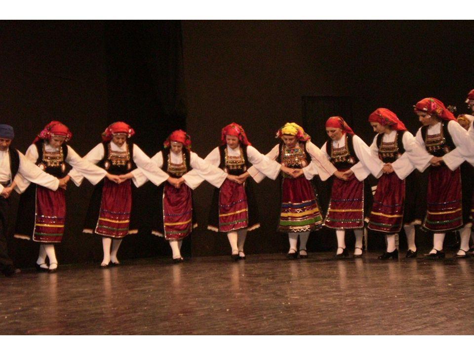 Η ανάλυση των απαντήσεων στα ερωτηματολόγια δείχνει ότι οι γυναίκες σε μεγαλύτερο ποσοστό (32 ΝΑΙ, 12 ΌΧΙ) ασχολούνται με τους παραδοσιακούς χορούς με μεγαλύτερο ποσοστό στις ηλικίες 12-20.