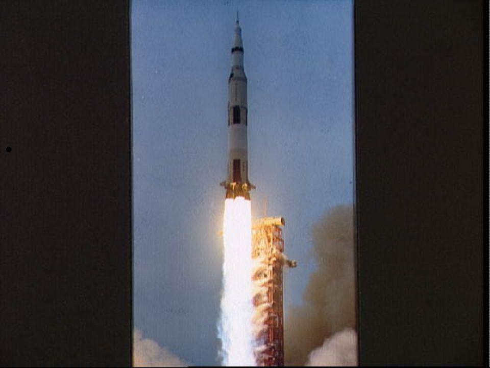 •Κυριακή 12 Απριλίου * 7:53 μμ.Πραγματοποιείται η πρώτη διόρθωση της πορείας προς τη Σελήνη.