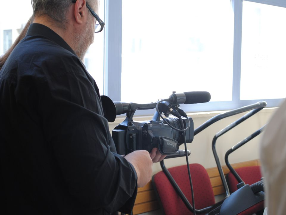 ΔΕΥΤΕΡΟ ΣΤΑΔΙΟ Κατά το δεύτερο στάδιο και μεγαλύτερο του προγράμματος, πραγματοποιήθηκε το γύρισμα της ταινίας Έλαβε χώρα στις εξής τοποθεσίες:  Στο σχολικό χώρο της Ιωνιδείου  Στην κατοικία μίας συμμετέχουσας