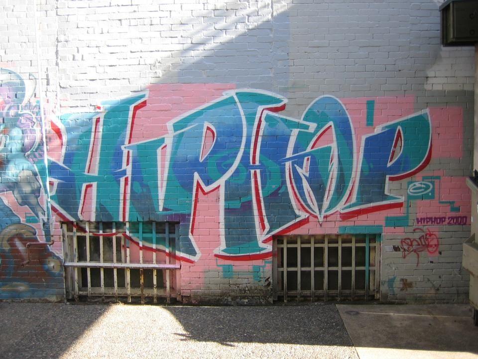 Interviews Πήραμε συνέντευξη από έναν έφηβο που ασχολείται με graffiti ενώ εντοπίσαμε κ μια άλλη ενδιαφέρουσα συνέντευξη ενός γκραφιτά στο internet… Παρακάτω σας καταθέτουμε τις απαντήσεις τους σε διάφορα ερωτήματα..