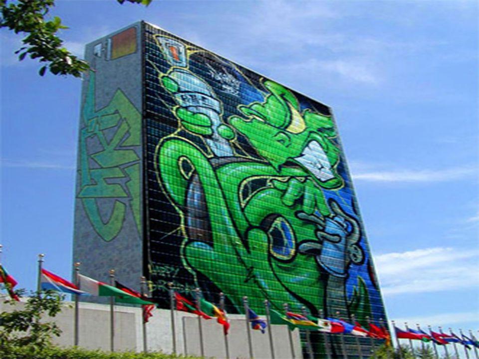 Γιατί επιλέξαμε να κάνουμε εργασία με το συγκεκριμένο θέμα •Γιατί το graffiti μας αρέσει ως μορφή τέχνης •Επειδή είναι μόδα στη σύγχρονη εποχή, απασχολεί μεγάλο μέρος του πληθυσμού και σίγουρα αποτελεί ενδιαφέρον θέμα για εργασία •Γιατί θέλαμε να κάνουμε κάτι πέρα απ τα συνηθισμένα •Επειδή και εμείς ενδιαφερόμαστε να μάθουμε κάτι περισσότερο για την τέχνη αυτή