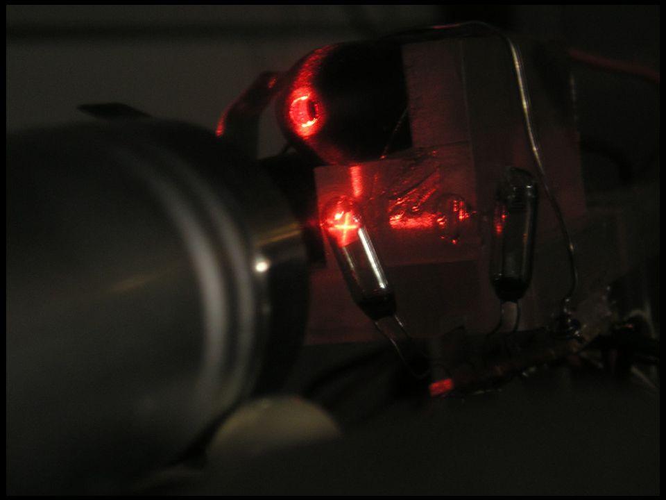 Δημήτρης Κουζής - Λουκάς © 2004 Ανιχνευτές Μιονίων •Ανιχνευτής Atlas στο CERN –Θα χρησιμοποιηθούν Πάνω 350.000 αισθητήρες –Η λειτουργία θα αρχίσει το 2007 •Η ομάδα Φυσικής Υψηλών Ενεργειών του ΕΜΠ –ανέλαβε και έφερε εις πέρας τον ποιοτικό έλεγχο 30.000 αισθητήρων •Κάθε αισθητήρας ελεγχόταν με 4 διαφορετικές διαδικασίες