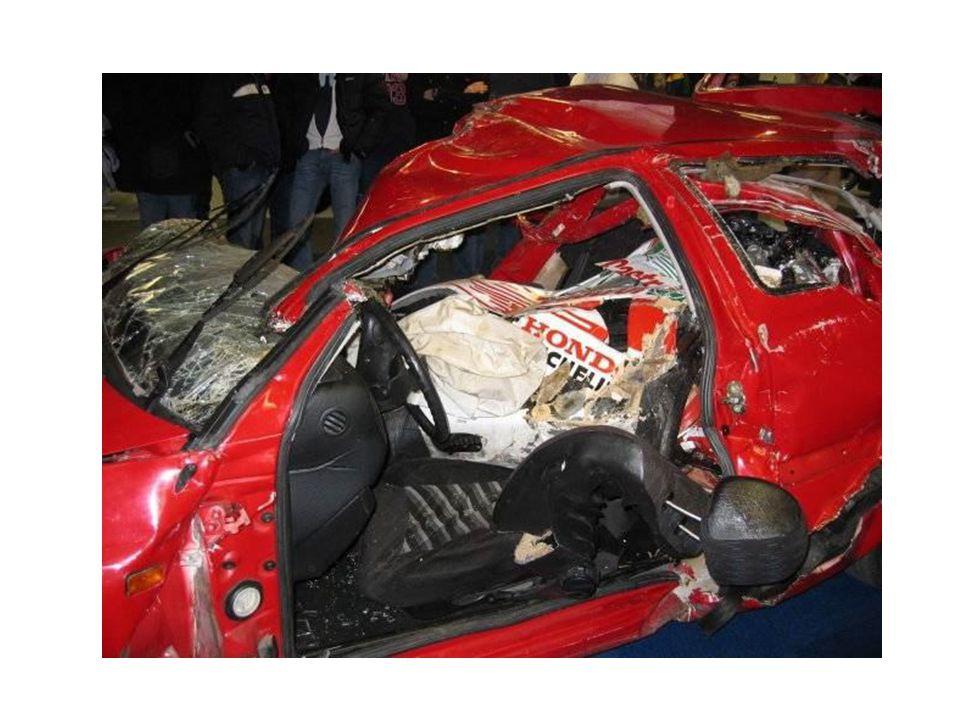 Ο οδηγός της μοτοσικλέτας οδηγούσε με μεγάλη ταχύτητα, τόσο που δεν μπόρεσε να αποφύγει το ατύχημα.