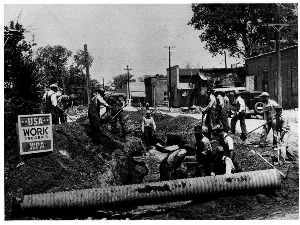  Με το Νιου Ντιλ, ο έλεγχος της ομοσπονδιακής κυβέρνησης επί της οικονομίας και της προσφοράς χρήματος αυξήθηκε, όπως και οι παρεμβάσεις στον βιομηχανικό τομέα, καθώς και στον έλεγχο των τιμών και της αγροτικής παραγωγής.