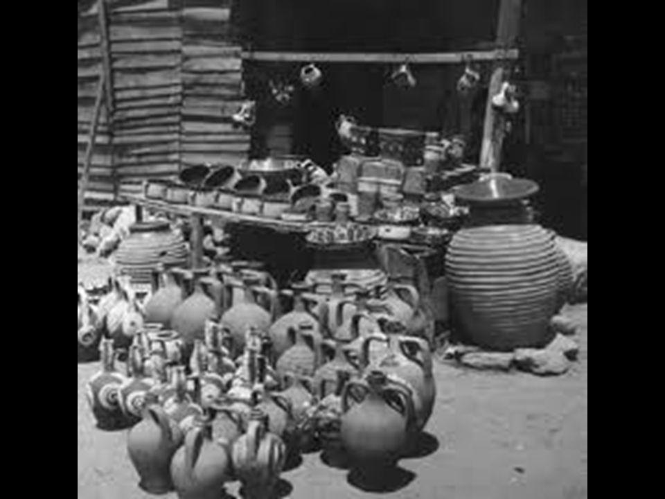 Οι τσαγκάρηδες κατασκεύαζαν και επιδιόρθωναν υποδήματα Οι τσαγκάρηδες κατασκεύαζαν και επιδιόρθωναν υποδήματα.