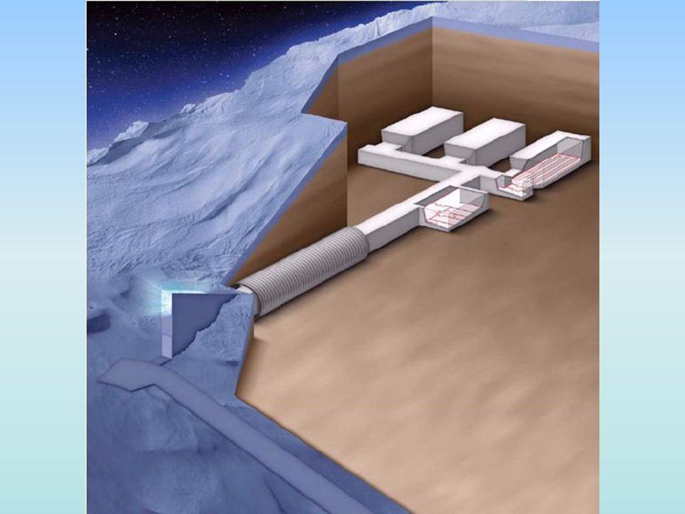 Μπαίνοντας στο θόλο, το πρώτο πράγμα που θα δείτε είναι έναν (125 m) μακρύ διάδρομο (στοά), που οδηγεί στο καταφύγιο σε τρεις αποθήκες.