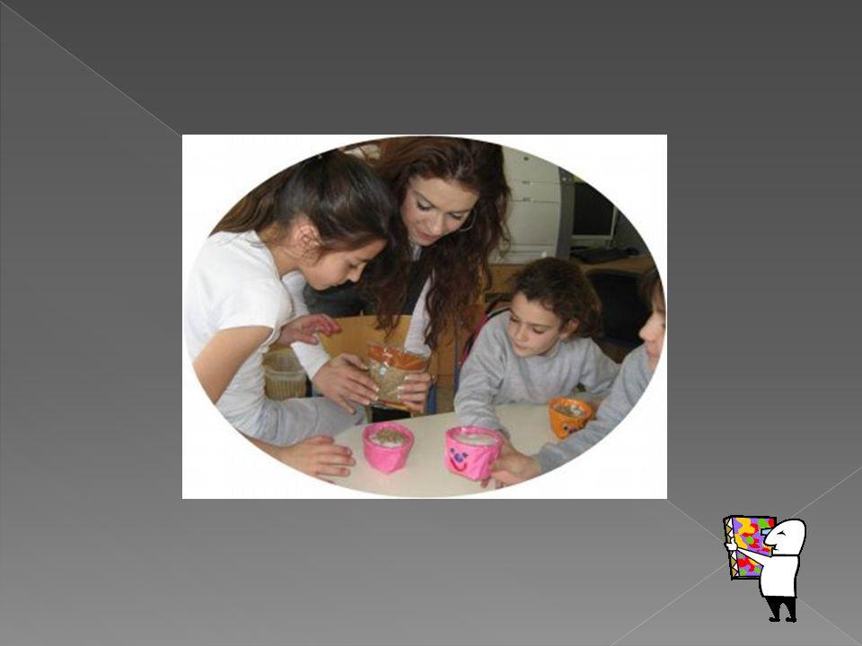  Μέσα στα πλαίσια του παρεμβατικού προγράμματος τα παιδιά ασχολήθηκαν στο μάθημα « Αγωγή Ζωής » με τις ομάδες τροφών και το ρόλο τους στην καθημερινή μας διατροφή.