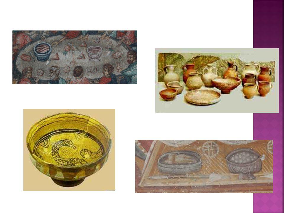  Σε ένα ευκατάστατο σπίτι, το γεύμα και το δείπνο περιλαμβάνει ποικίλα φαγητά, όπως ορεκτικά, κρέατα, ψάρια, γλυκά και κρασί.