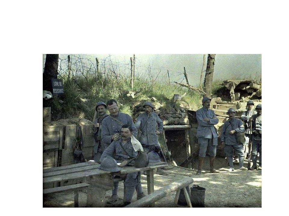Μέτωπα Δυτικό Μέτωπο :η επίθεση της γερμανών κατά των γάλλων διαμέσου των εδαφών του Βελγίου αποκρούεται στην μάχη του Μάρνη τον Σεπτέμβριου από τον γαλλικό στρατό του οποίου προΐσταστε ο στρατηγός Ροφ παράλληλα οι βέλγοι αντιστέκονται στην γραμμή του Ιζεν.