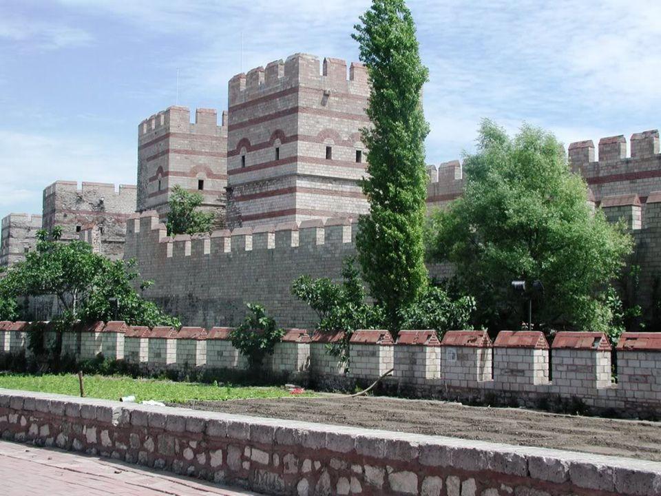  Ως Θεοδοσιανά τείχη της Κωνσταντινούπολης είναι γνωστά τα χερσαία τείχη τα οποία έκτισε ο Θεοδόσιος στην πρωτεύουσα της Ανατολικής Ρωμαϊκής Αυτοκρατορίας.