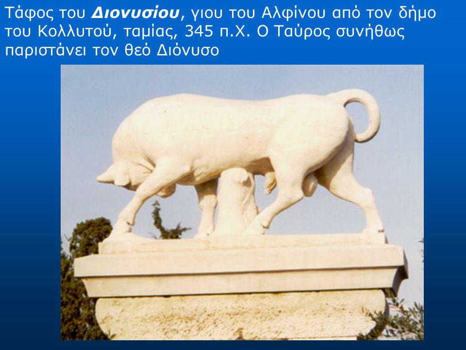 Η στήλη του Δεξίλεου από το Θορικό Ο νέος σκοτώθηκε στην διάρκεια του Κορινθιακού πολέμου (394 π.Χ.) και εδώ έφιππος σκοτώνει έναν εχθρό.