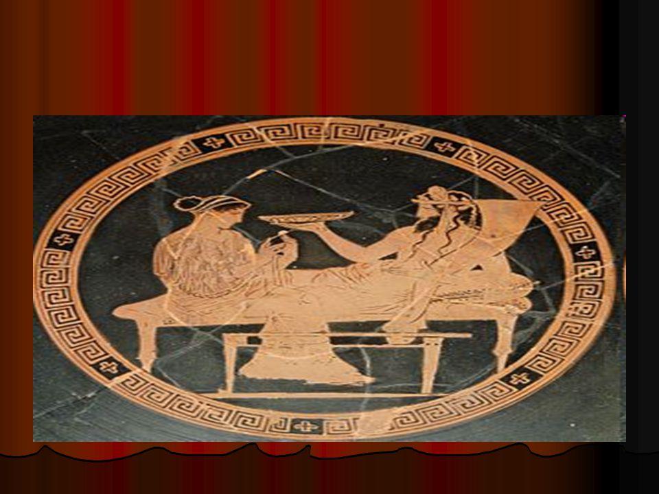 Στην βάση της διατροφής των Αρχαίων Ελλήνων συναντούμε τα δημητριακά, σιτάρι και σε περιπτώσεις ανάγκης μείγμα κριθαριού με σιτάρι, από το οποίο παρασκευαζόταν ο άρτος.Τα δημητριακά συνοδεύονταν συνήθως από οπωροκηπευτικά ( λάχανα,κρεμμύδια,φακές και ρεβύθια).Η κατανάλωση κρέατος και θαλασσινών σχετιζόταν με την οικονομική κατάσταση της οικογένειας, αλλά και με το αν κατοικούσε στην πόλη, στην ύπαιθρο,ή κοντά στην θάλασσα.