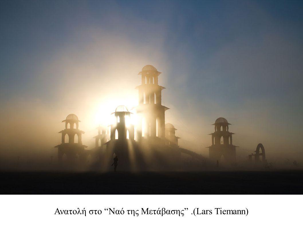"""Ανατολή στο """"Ναό της Μετάβασης"""".(Lars Tiemann)"""
