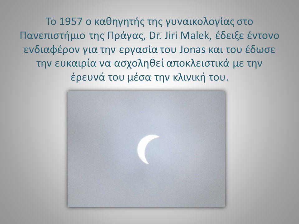 Το 1957 ο καθηγητής της γυναικολογίας στο Πανεπιστήμιο της Πράγας, Dr. Jiri Malek, έδειξε έντονο ενδιαφέρον για την εργασία του Jonas και του έδωσε τη