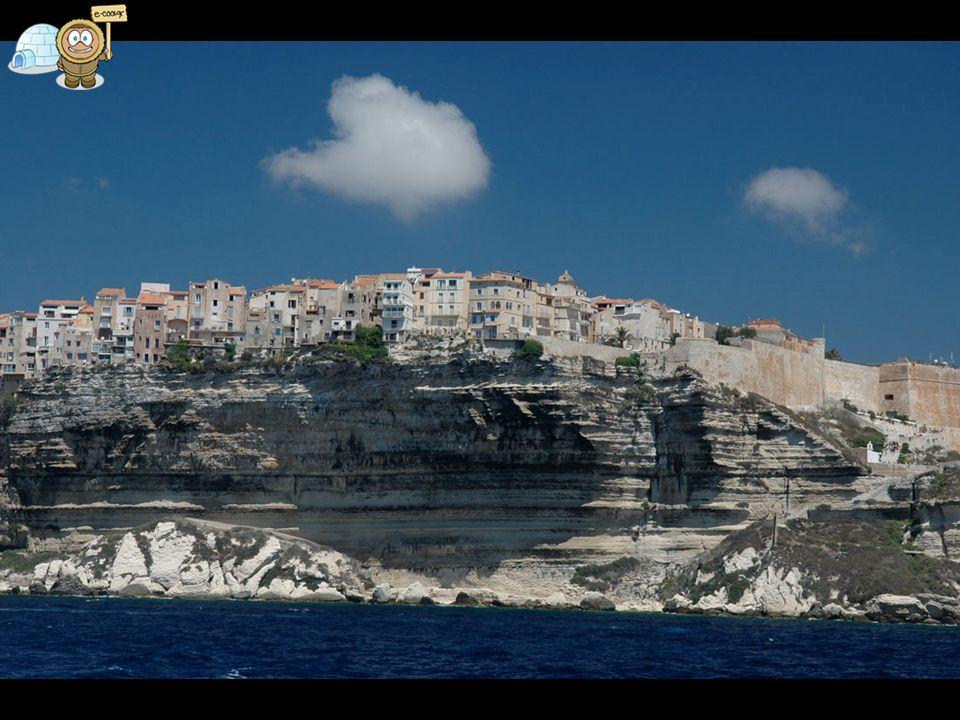 Αυτό είναι το Bonifacio στην Κορσική.