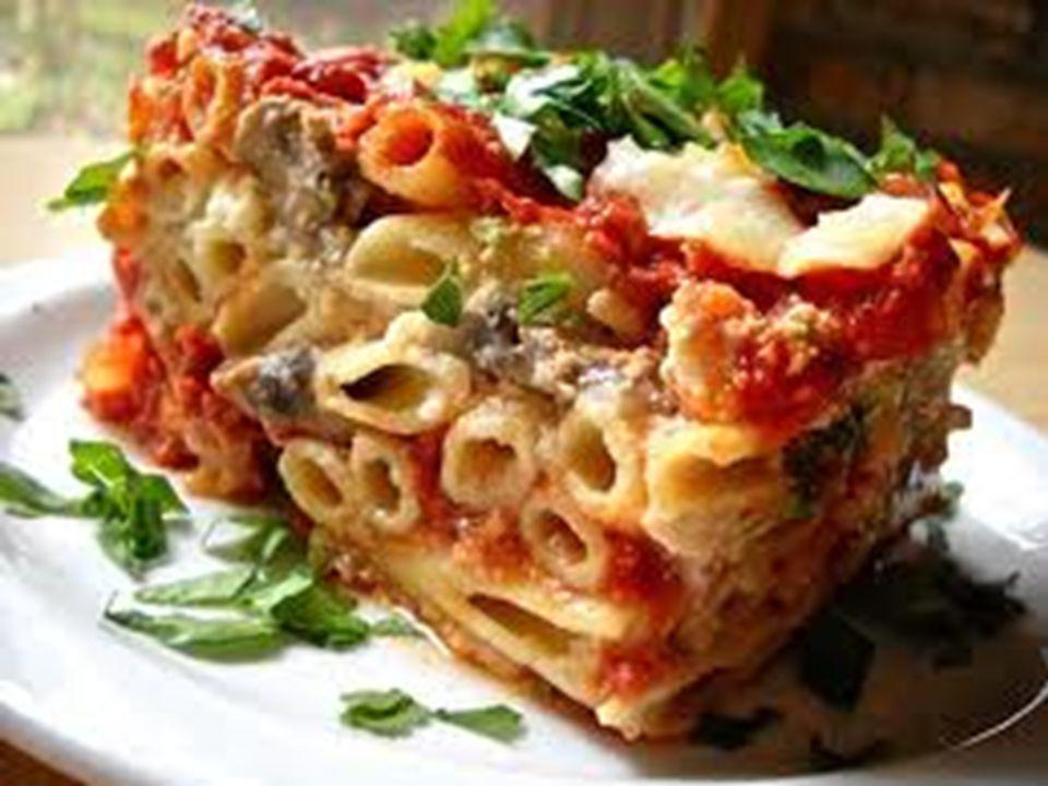  Ziti Ziti γίνεται ψημένο στην κατσαρόλα με Ziti μακαρόνια και σάλτσα χαρακτηριστικό της ιταλό-αμερικανικής κουζίνα.