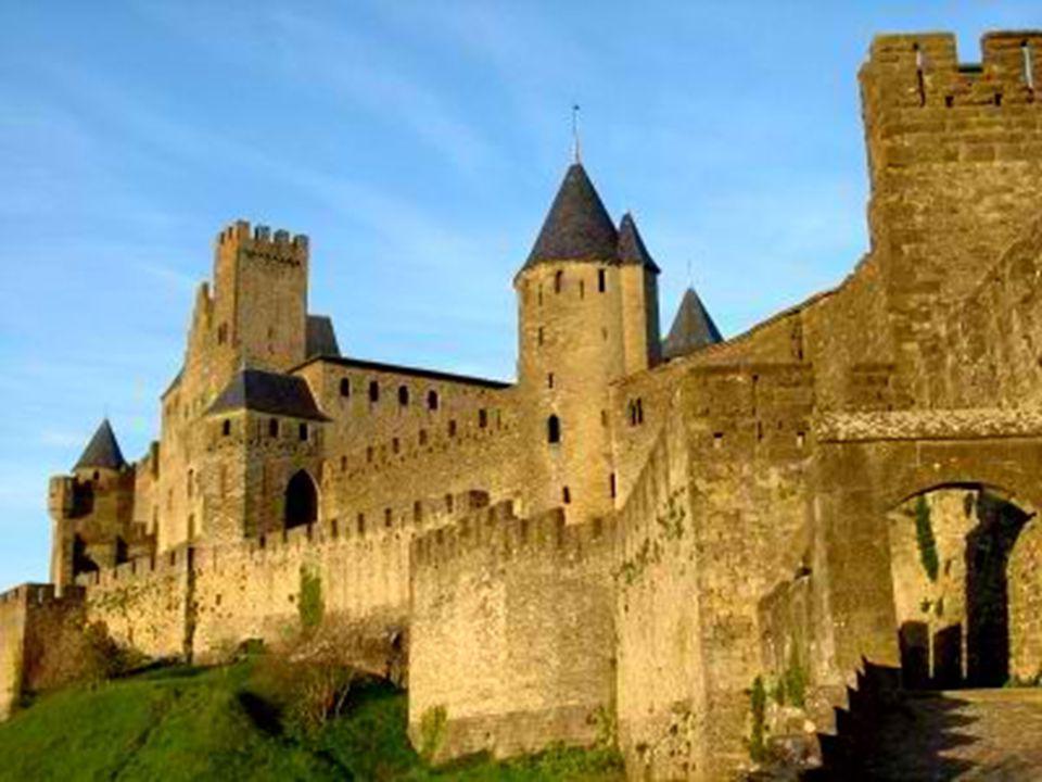 Αναγέννηση Από το 14ο αιώνα πολλοί δήμοι μετατράπηκαν σε σινιορίες και πριγκιπάτα.