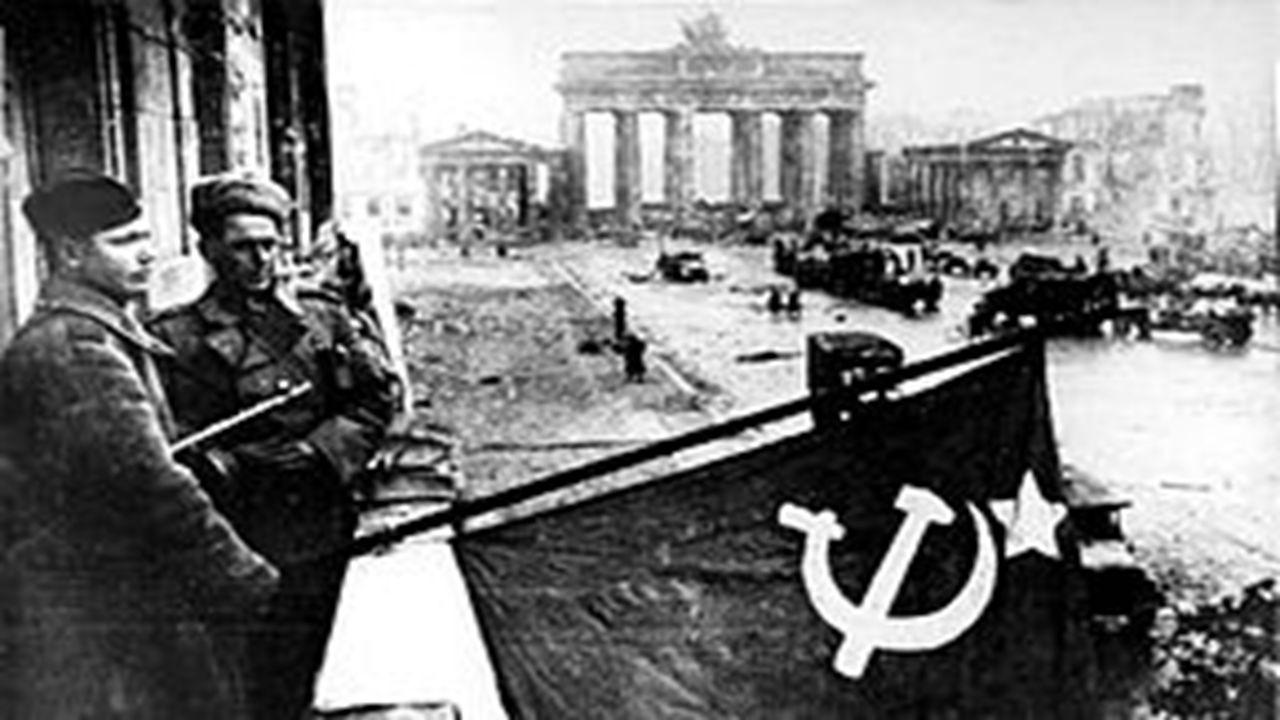 Η αρχή του διωγμού των Εβραίων Με την αναγόρευση του Χίτλερ σε Καγκελάριο, στις 30 Ιανουαρίου 1933, ο ρατσισμός και ιδιαίτερα ο αντισημιτισμός καθιερώθηκαν ως δόγματα του Γερμανικού Κράτους.