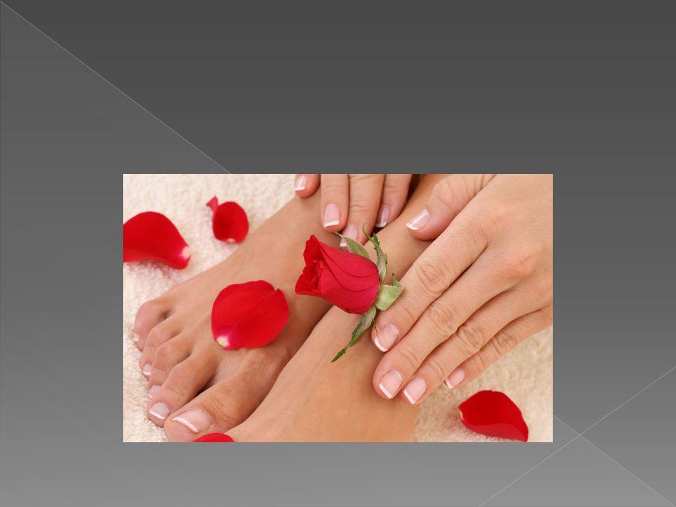  Γάντια και βαζελίνη  Άλλος ένας τρόπος ενυδάτωσης των νυχιών σας είναι η βαζελίνη.