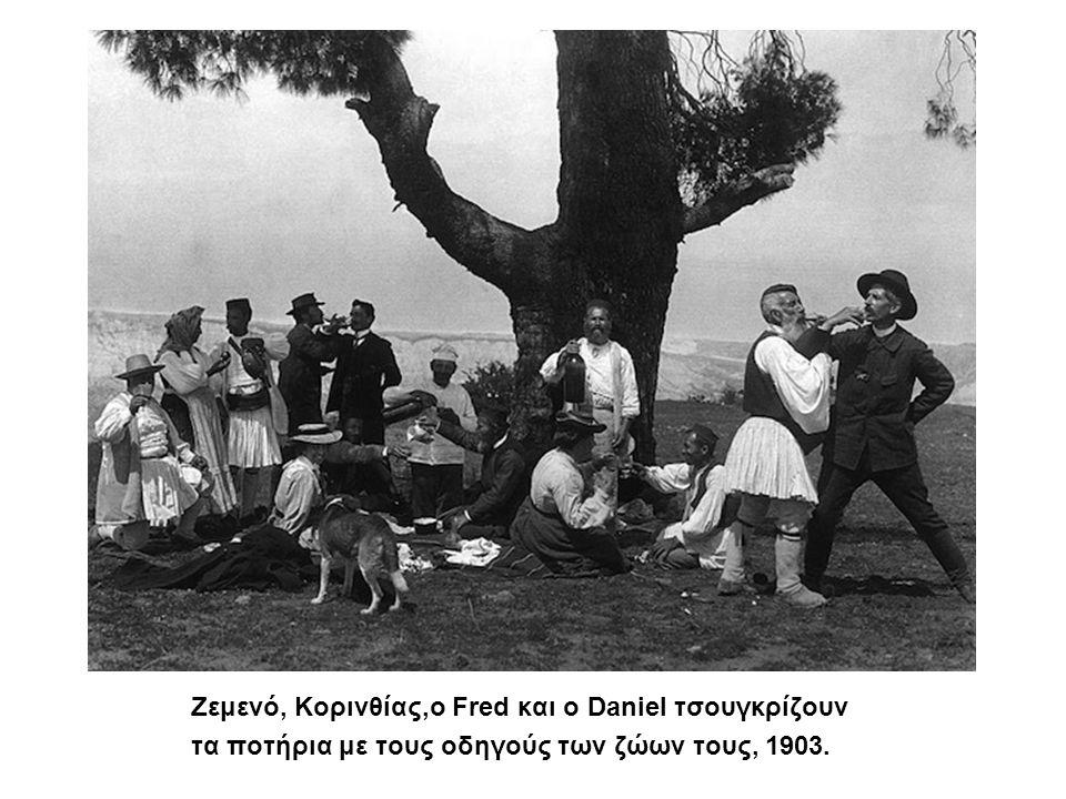 Ζεμενό Κορινθίας,ο Fred και ο Ζεμενό, Κορινθίας,ο Fred και ο Daniel τσουγκρίζουν τα ποτήρια με τους οδηγούς των ζώων τους, 1903.