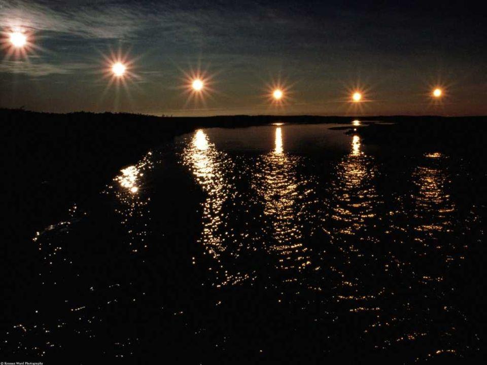 Ο ΗΛΙΟΣ ΤΟΥ ΜΕΣΟΝΥΚΤΙΟΥ Ο ήλιος του μεσονυκτίου είναι ένα φυσικό φαινόμενο που μπορεί να παρατηρηθεί βόρεια του Αρκτικού Κύκλου και νότια του Ανταρκτικού Κύκλου: ο ήλιος είναι ορατός για 24 ώρες την ημέρα πριν από τις ημερομηνίες ηλιοστασίου.
