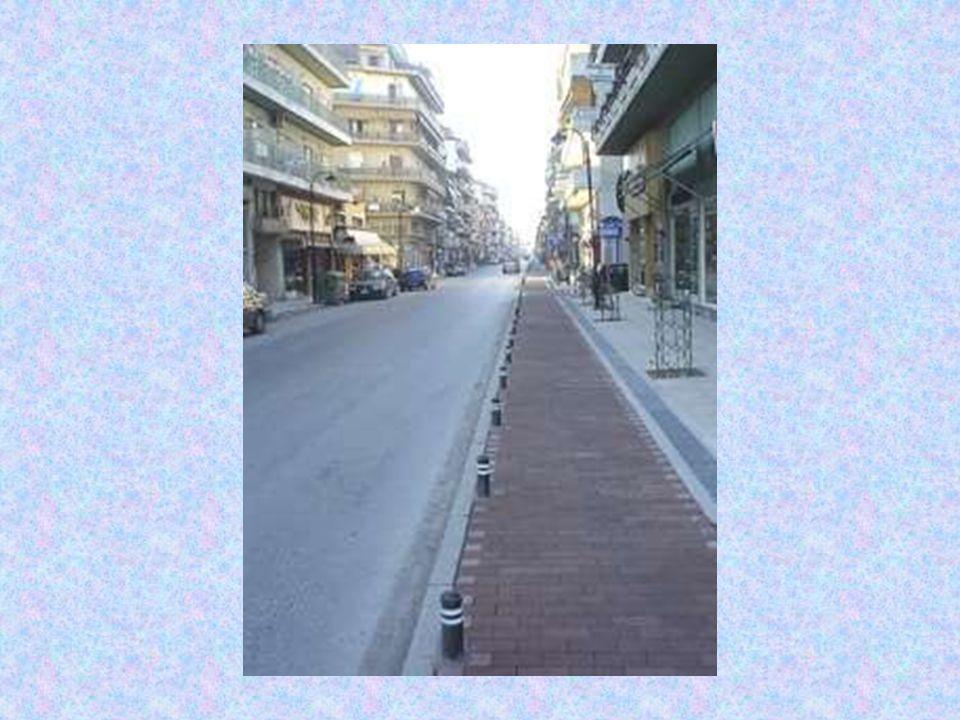 Το υφιστάμενο δίκτυο ποδηλατοδρόμων της πόλης της Καρδίτσας ξεκίνησε να κατασκευάζεται σε πρώτη φάση το διάστημα Άνοιξη 2003 - Άνοιξη 2004.