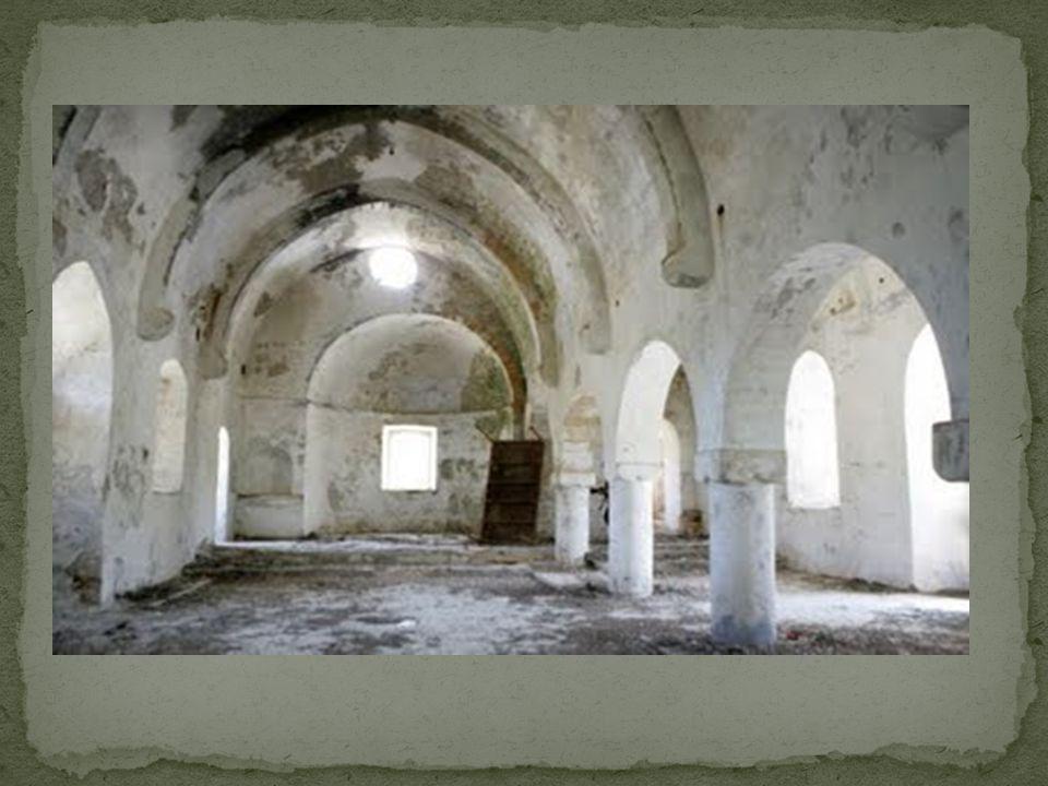 Η ιστορία του ναού ξεκινάει τον 5ο αιώνα μ.Χ όταν, σύμφωνα με την παράδοση, δύο καλόγεροι από τη Μικρά Ασία έφτασαν στη Μύρτου κρατώντας μια εικόνα του Αγίου Παντελεήμονα, στην οποία ήταν κρυμμένο ένα κομμάτι από το δάκτυλο του Αγίου.