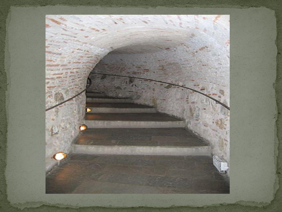 Πύργος του Λέοντοs, όπως αναφέρει τουρκική επιγραφή του 1535-1536, Από τον 17ο αιώνα και μετά ονομαζόταν ανεπίσημα Φρούριο της Καλαμαριάς και Πύργος των Γενιτσάρων.
