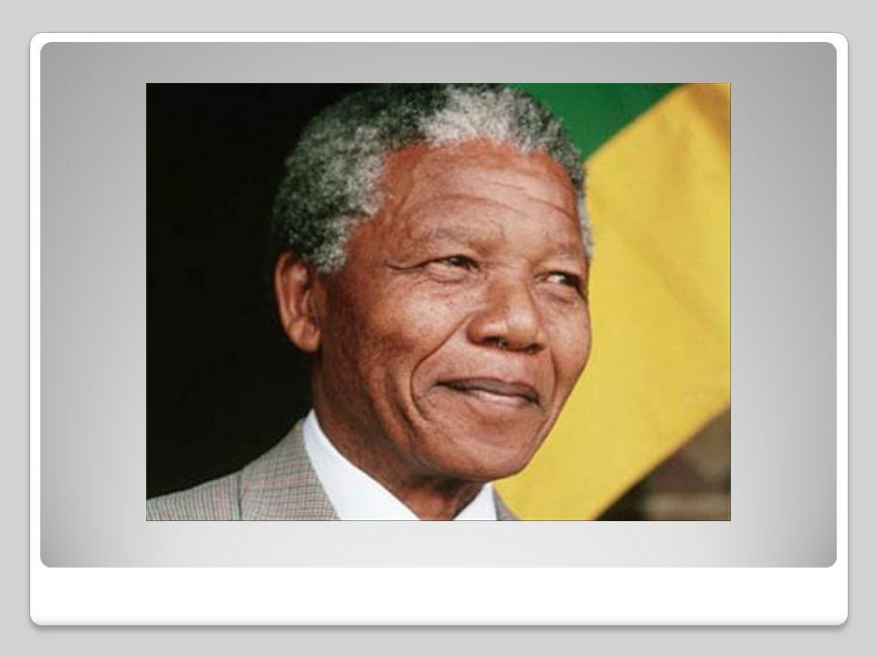 Η Αποαποικιοποίηση συνδέθηκε με τη δράση δύο μεγάλων προσωπικοτήτων: ΝΕΛΣΟΝ ΜΑΝΤΕΛΑ Γεννήθηκε στις 18 Ιουλίου στη Νότια Αφρική. Ήταν δικηγόρος στο Γιο