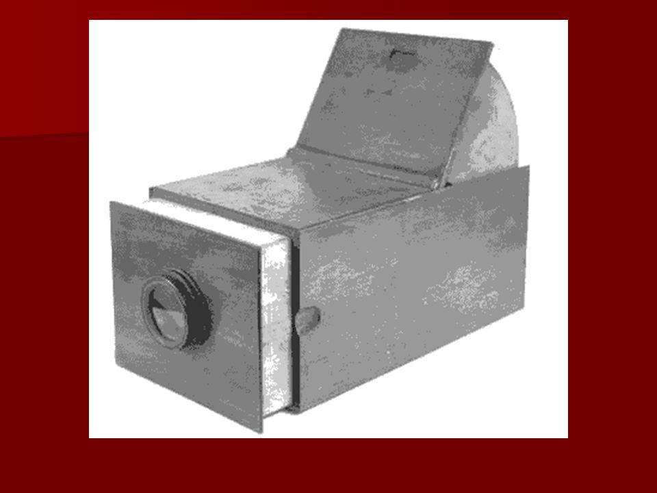 1888: Το πρώτο φιλμ είναι το αμερικάνικο φιλμ Ίστμαν και τη χρονιά αυτή έχουμε την πρώτη Kodak με ρολό φιλμ.