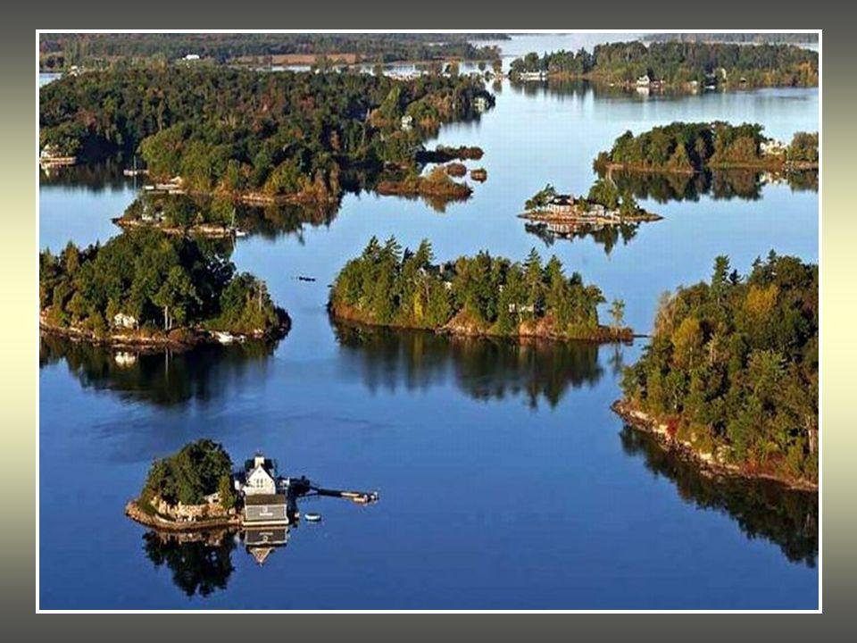 T α «Χίλια Νησιά είναι ένα σύμπλεγμα απο νησάκια που απλώνεται στα σύνορα Καναδά – ΗΠΑ στις εκβολές του ποταμού Αγ.Λαυρέντιος βόρεια της λίμνης Οντάρι