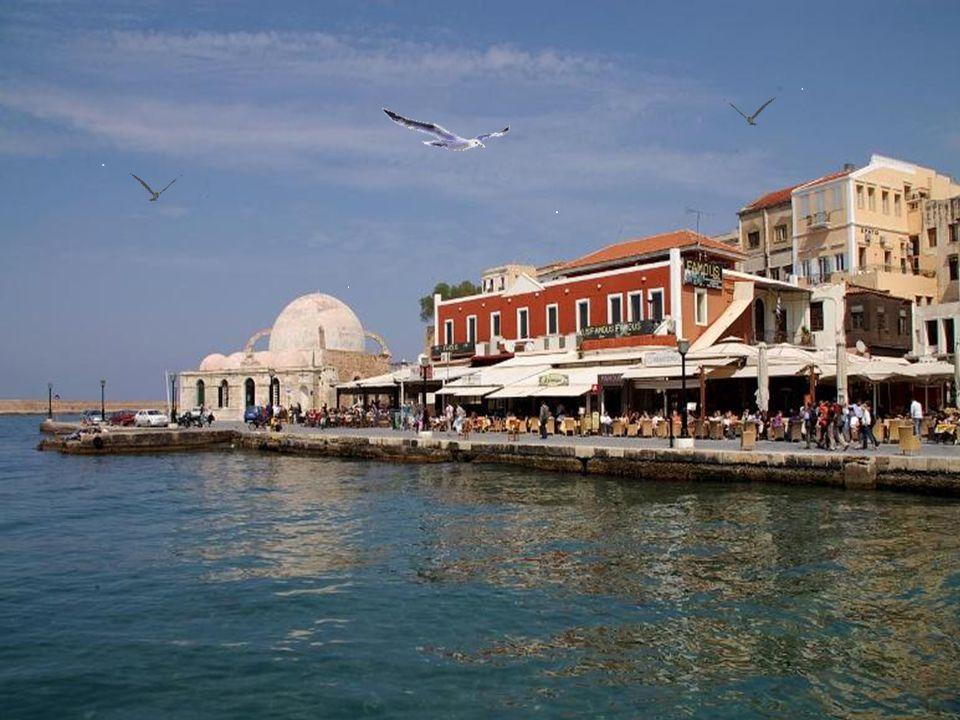 Τα πανέμορφα και ιστορικά Χανιά είναι η η μεγαλύτερη πόλη της Κρήτης μετά το Ηράκλειο και διετέλεσε έδρα της από το 1898 (επί Κρητικής Πολιτείας) μέχρ
