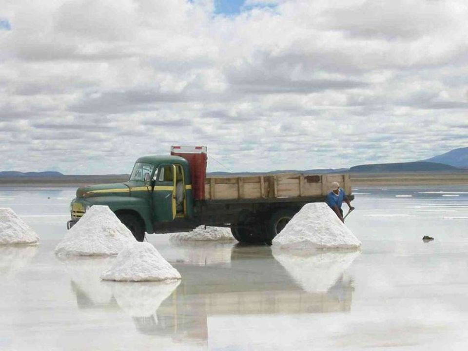 Η παραδοσιακή μέθοδος εξόρυξης είναι να δημιουργούνται μικροί λόφοι αλατιού από τους οποίους εξατμίζεται το νερό πριν τη μεταφορά.